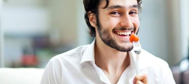 Muž s jedlom