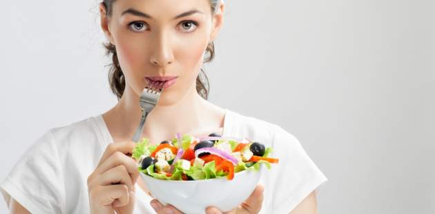 Žena s jedlom