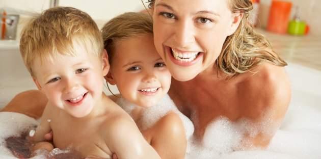 Kúpanie matky s deťmi