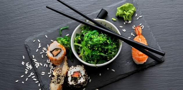 Morské riasy a sushi