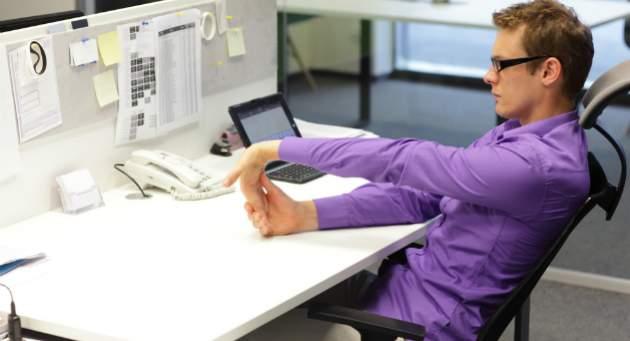 Jednoduché strečingové cvičenia v práci