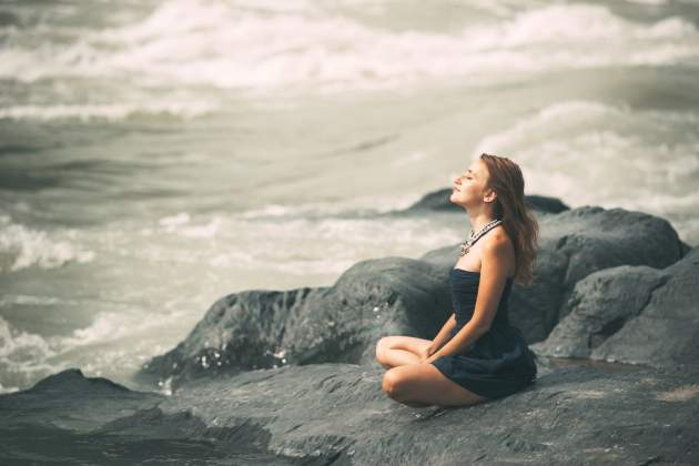 Žena medituje