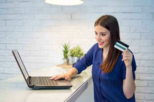 Žena s kreditnou kartou