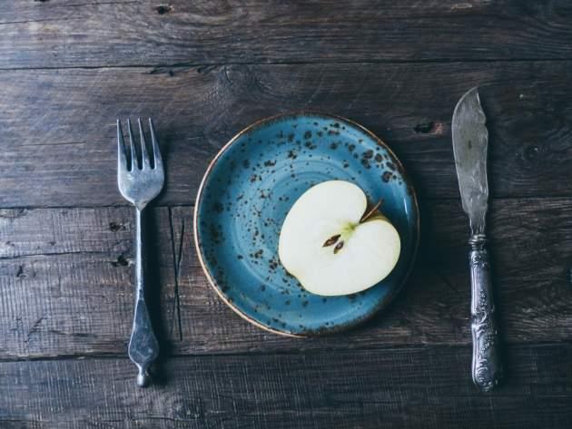 Jablko na tanieri