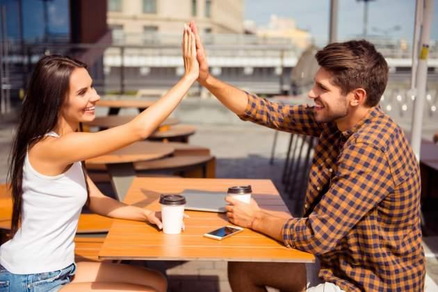 Muž a žena na káve