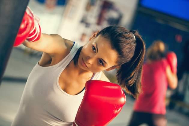 Žena boxuje