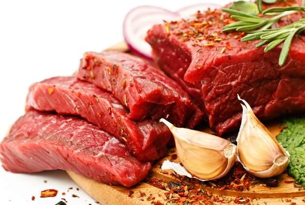mäso s cesnakom a bylinkami