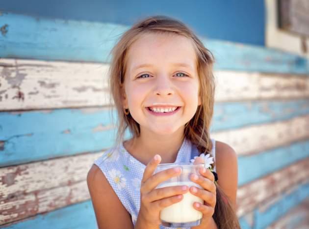 dievca s mliekom