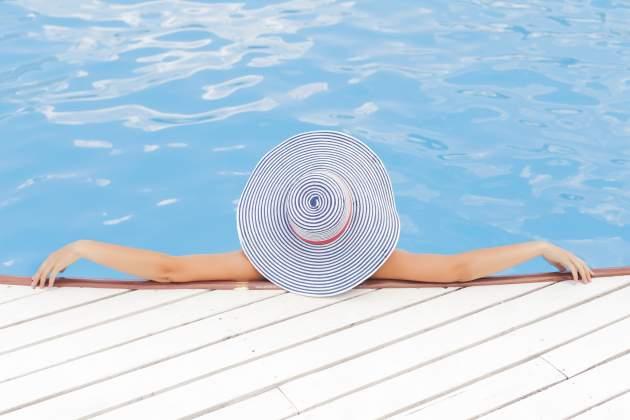 leto a bazen