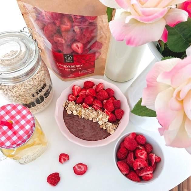 zdravé raňajky - ovsená kaša a sušené ovocie