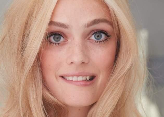 modelka, blond, modre oci