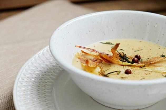 Fotorecept: zelerová polievka  s pečeným cesnakom