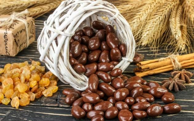 Orechy a hrozienka v čokoláde a škorici