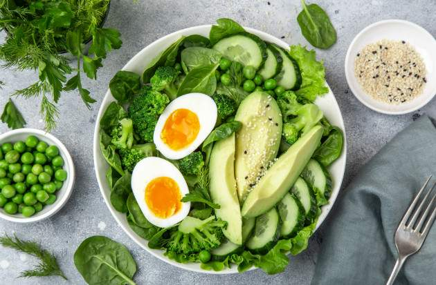 Zeleninový šalát s vajíčkom