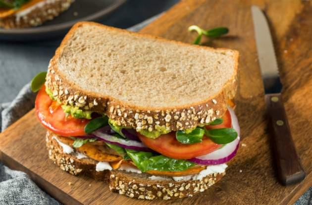 Celozrnný sendvič