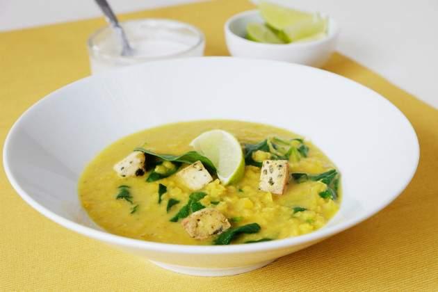 Fotorecept: špenátovo-šošovicová polievka s kokosovým mliekom