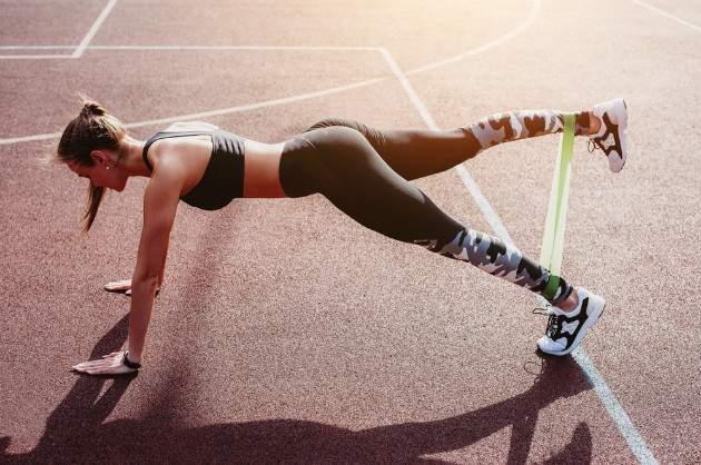 Cvičenie s odporovou gumou