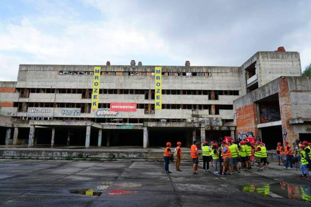 Búranie nemocnice
