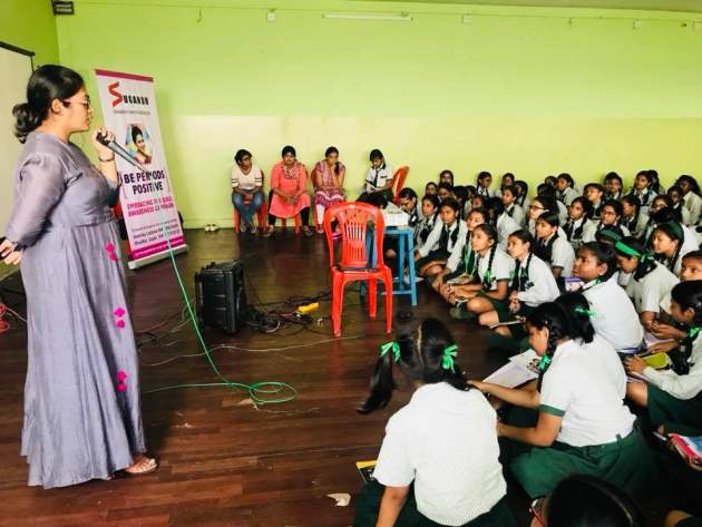 učiteľka s deťmi Nepál