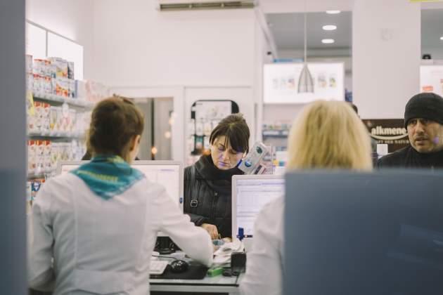 pacienti v lekárni