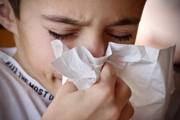 chlapec s chrípkou