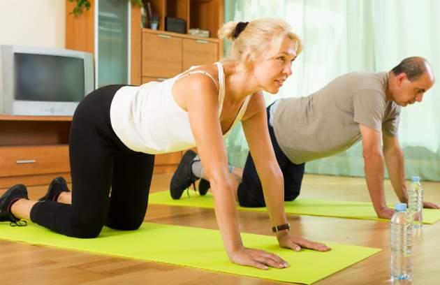 Osteoporóza a cvičenie: 3 jednoduché cviky pri osteoporóze