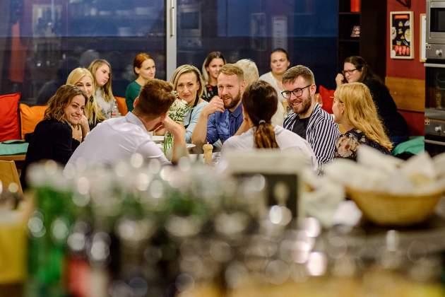 Influenceri pripomenuli dôležitosť stretávania sa, spoločné chvíle si užili pri jedle