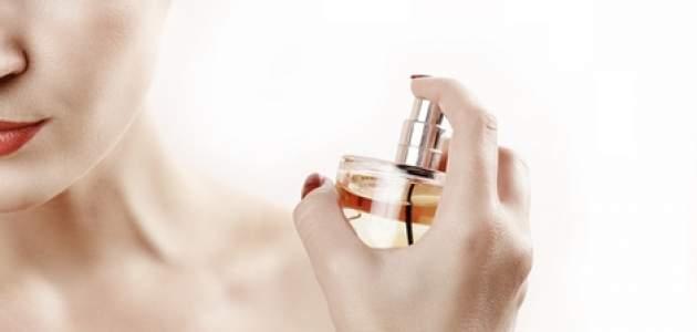 Žena s parfumom