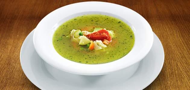 Zeleninová polievka s omáčkou pesto