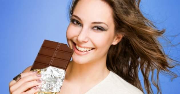 žena a čokoláda