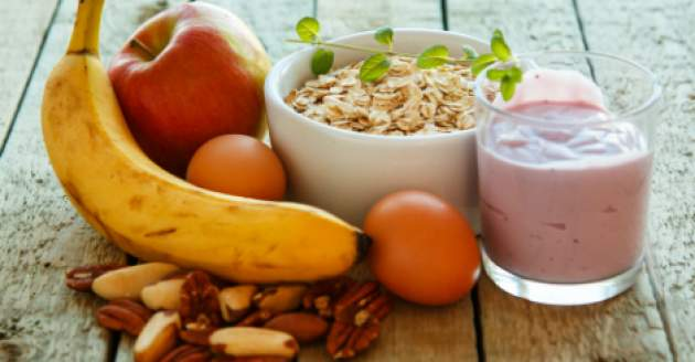 ovsené vločky s jogurtom a ovocím