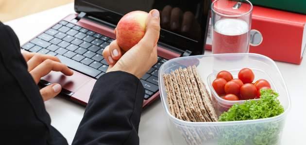 Ako spáliť kalórie a schudnúť v práci?