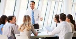 Vzťahy na pracovisku - áno alebo nie? Aké sú riziká?