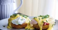 Tip na raňajky alebo predjedlo: vajcia  na bretónsky spôsob