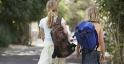 Viete, ako má vyzerať školská taška vášho dieťaťa?