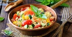 Jedlo do práce - kuskus s balkánskym syrom, olivami a rajčinkami