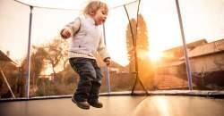 Trampolíny zabavia vaše deti a sformujú vašu postavu