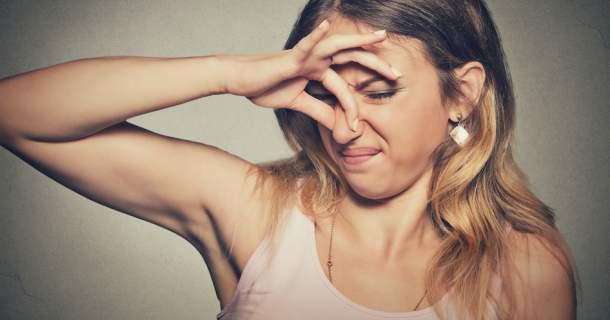 4 dôvody, prečo môžete smrdieť