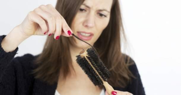 Trápia vás rednúce vlasy či plešatenie? Zachránia vás tieto bylinky.