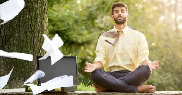 Úspešní ľudia cvičia jogu. Takto im pomáha.