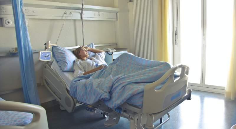 Návštevy v nemocniciach a sociálnych zariadeniach sú opäť povolené! Aké pravidlá musíte dodržiavať, ak chcete navštíviť príbuzného?