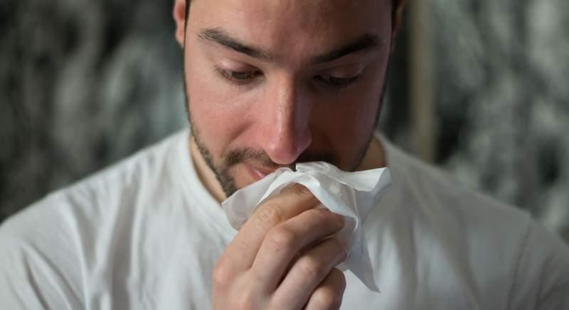 Chrípkou a koronavírusom sa môžete nakaziť naraz! Človek bojujúci s oboma vírusmi súčasne má  až šesťnásobne vyššie riziko úmrtia