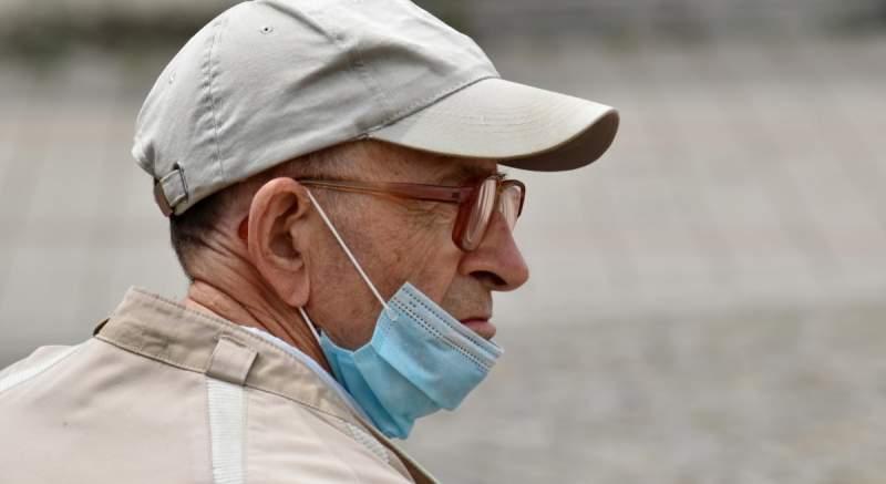 Koronavírus ako spúšťač Pakinsonovej choroby? Muž si krátko po potvrdení COVID-19 všimol extrémne chvenie rúk a zhoršenie mimiky