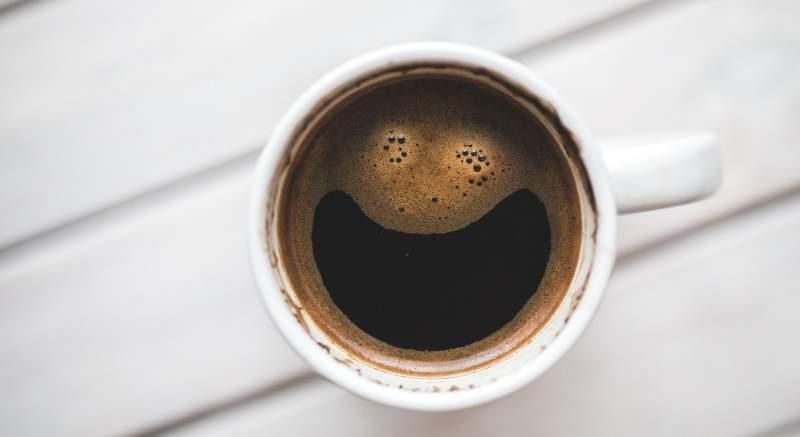 4 príznaky, že prijímate príliš veľa kofeínu. Takto podľa vedcov zistíte, že by ste s pitím kávy mali spomaliť!