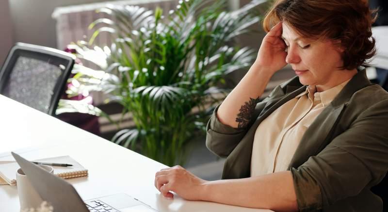 Psychosomatické problémy sa nevypláca podceňovať. Čo môže signalizovať bolesť hlavy, krížov či nôh, na ktorú nič nezaberá?