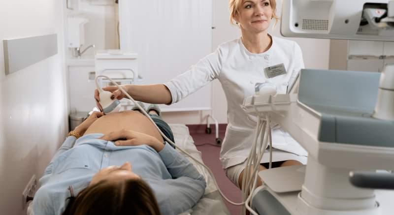 Tehotné ženy infikované koronavírusom reagujú na ochorenie odlišne podľa pohlavia dieťaťa, ktoré čakajú!